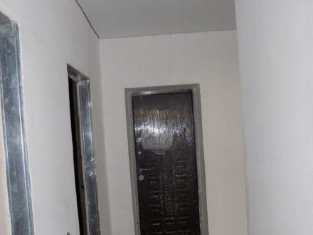 Продам двухкомнатную квартиру на 2-м этаже 3-этажного дома площадью 51 кв. м. в Южно-Сахалинске