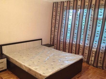 Сдам на длительный срок трехкомнатную квартиру на 4-м этаже 5-этажного дома площадью 78 кв. м. в Нальчике