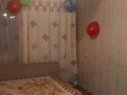 Сдам на длительный срок двухкомнатную квартиру на 5-м этаже 5-этажного дома площадью 47 кв. м. в Якутске