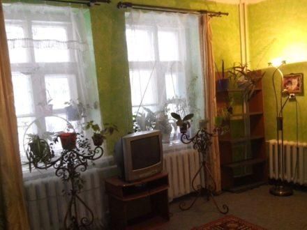 Продам двухкомнатную квартиру на 1-м этаже 2-этажного дома площадью 46 кв. м. в Воронеже