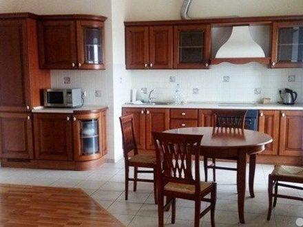 Сдам на длительный срок четырехкомнатную квартиру на 10-м этаже 10-этажного дома площадью 105 кв. м. в Перми