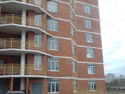 Продам однокомнатную квартиру на 3-м этаже 16-этажного дома площадью 48,7 кв. м. в Владивостоке