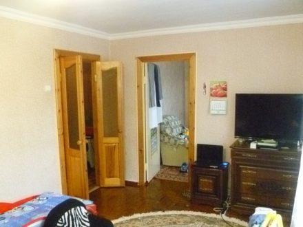 Продам двухкомнатную квартиру на 3-м этаже 5-этажного дома площадью 42 кв. м. в Черкесске