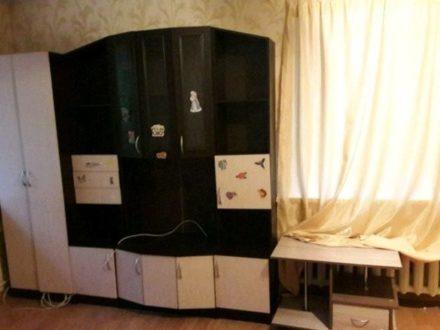 Сдам на длительный срок однокомнатную квартиру на 1-м этаже 5-этажного дома площадью 31 кв. м. в Кирове
