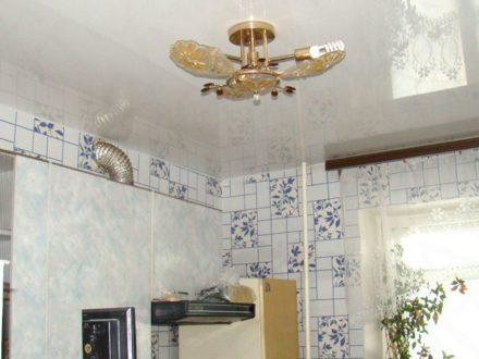 Продам двухкомнатную квартиру на 1-м этаже 5-этажного дома площадью 46 кв. м. в Владивостоке