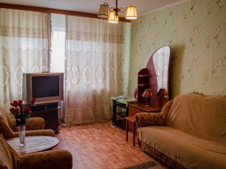 Сдам посуточно однокомнатную квартиру на 2-м этаже 9-этажного дома площадью 36,5 кв. м. в Туле