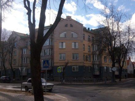 Продам четырехкомнатную квартиру на 4-м этаже 5-этажного дома площадью 115 кв. м. в Пскове