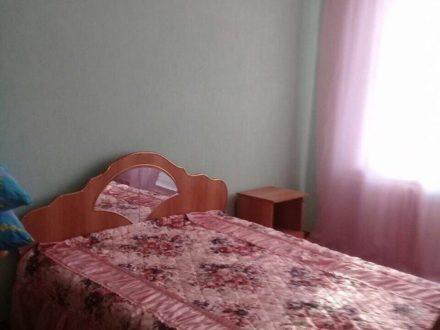 Сдам посуточно однокомнатную квартиру на 2-м этаже 5-этажного дома площадью 52 кв. м. в Майкопе