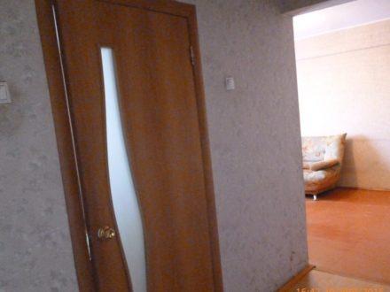 Сдам посуточно трехкомнатную квартиру на 3-м этаже 5-этажного дома площадью 64 кв. м. в Улан-Удэ