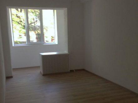 Продам двухкомнатную квартиру на 1-м этаже 5-этажного дома площадью 60 кв. м. в Черкесске