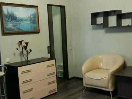 Сдам посуточно однокомнатную квартиру на 2-м этаже 13-этажного дома площадью 35 кв. м. в Иркутске