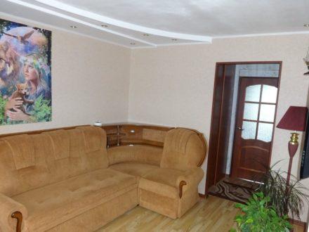 Продам трехкомнатную квартиру на 5-м этаже 5-этажного дома площадью 68 кв. м. в Магадане