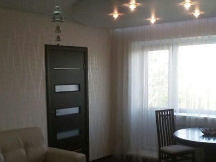 Сдам на длительный срок двухкомнатную квартиру на 4-м этаже 4-этажного дома площадью 43 кв. м. в Саранске