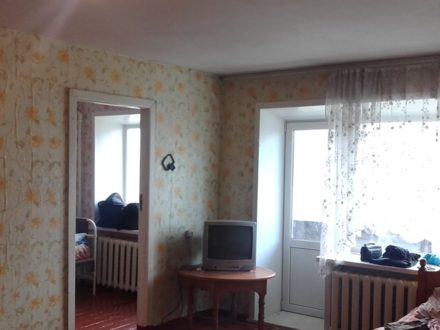 Продам двухкомнатную квартиру на 3-м этаже 4-этажного дома площадью 42 кв. м. в Горно-Алтайске