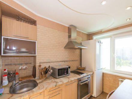 Сдам посуточно двухкомнатную квартиру на 6-м этаже 9-этажного дома площадью 50 кв. м. в Новосибирске
