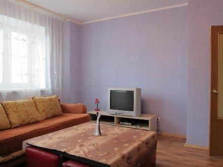 Сдам посуточно однокомнатную квартиру на 4-м этаже 9-этажного дома площадью 45 кв. м. в Липецке