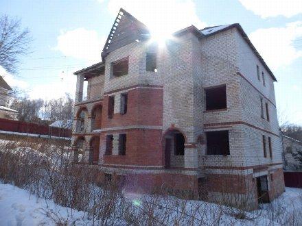 Продам дом площадью 900 кв. м. в Смоленске