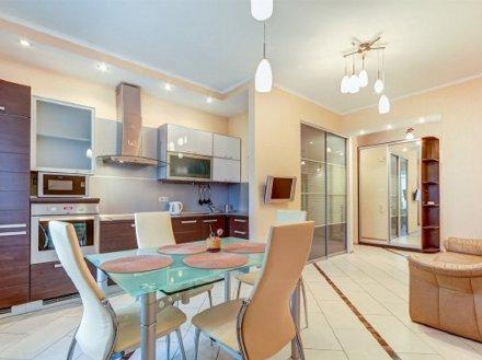 Сдам посуточно двухкомнатную квартиру на 3-м этаже 22-этажного дома площадью 58 кв. м. в Краснодаре