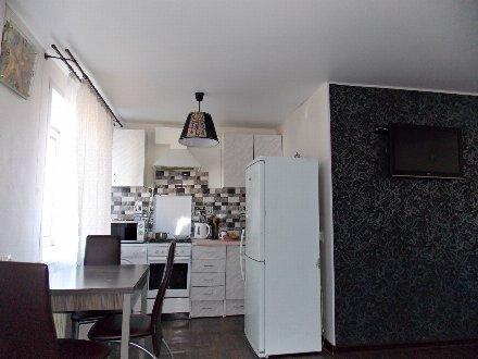Сдам посуточно однокомнатную квартиру на 3-м этаже 5-этажного дома площадью 33 кв. м. в Смоленске
