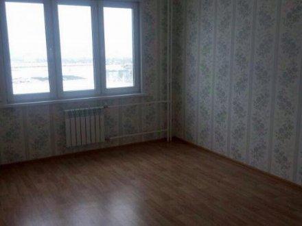 Сдам на длительный срок двухкомнатную квартиру на 3-м этаже 10-этажного дома площадью 50 кв. м. в Кемерово