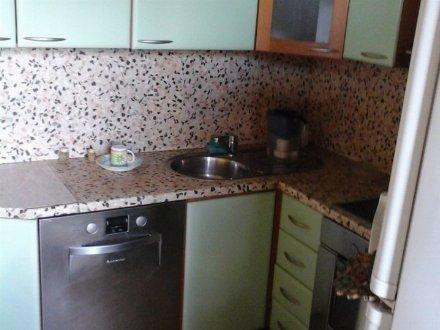 Сдам на длительный срок двухкомнатную квартиру на 5-м этаже 10-этажного дома площадью 70 кв. м. в Кемерово