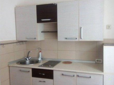 Сдам на длительный срок однокомнатную квартиру на 1-м этаже 10-этажного дома площадью 35 кв. м. в Кемерово