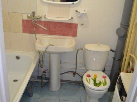 Сдам на длительный срок однокомнатную квартиру на 4-м этаже 9-этажного дома площадью 35 кв. м. в Кемерово
