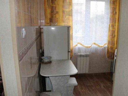 Сдам на длительный срок двухкомнатную квартиру на 3-м этаже 5-этажного дома площадью 44 кв. м. в Кемерово
