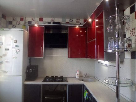 Сдам посуточно однокомнатную квартиру на 3-м этаже 9-этажного дома площадью 39 кв. м. в Омске