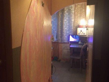 Продам трехкомнатную квартиру на 2-м этаже 5-этажного дома площадью 60 кв. м. в Брянске