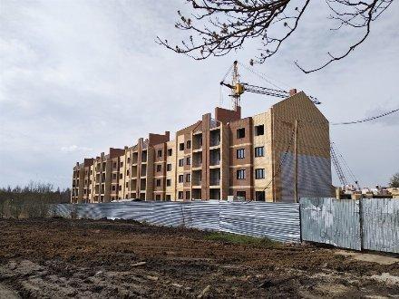Продам трехкомнатную квартиру на 3-м этаже 4-этажного дома площадью 117,4 кв. м. в Брянске