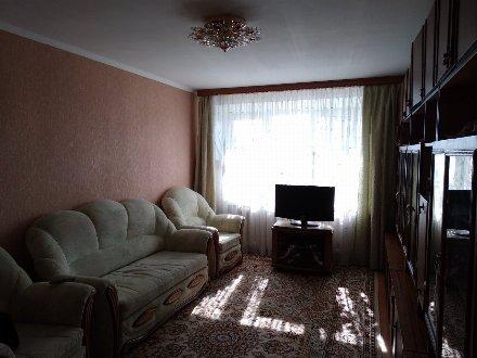 Продам трехкомнатную квартиру на 5-м этаже 5-этажного дома площадью 80 кв. м. в Брянске