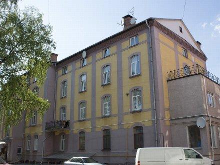 Продам двухкомнатную квартиру на 4-м этаже 4-этажного дома площадью 74 кв. м. в Калининграде