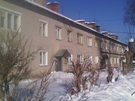 Продам двухкомнатную квартиру на 1-м этаже 2-этажного дома площадью 45 кв. м. в Иваново