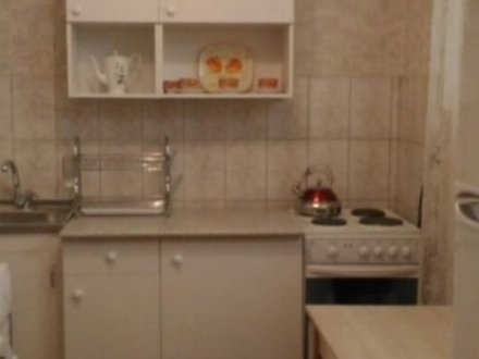 Сдам на длительный срок двухкомнатную квартиру на 6-м этаже 9-этажного дома площадью 50 кв. м. в Москве