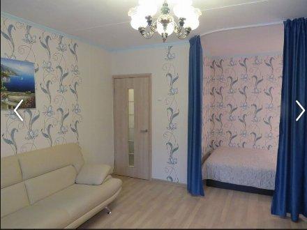 Сдам на длительный срок двухкомнатную квартиру на 3-м этаже 12-этажного дома площадью 40 кв. м. в Москве