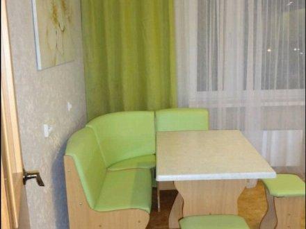 Сдам на длительный срок двухкомнатную квартиру на 14-м этаже 21-этажного дома площадью 54 кв. м. в Москве