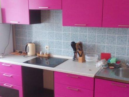 Сдам на длительный срок трехкомнатную квартиру на 1-м этаже 4-этажного дома площадью 89 кв. м. в Курске