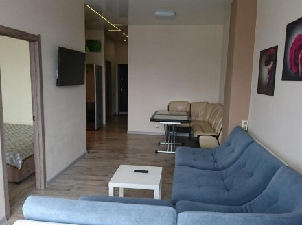 Сдам посуточно двухкомнатную квартиру на 4-м этаже 9-этажного дома площадью 57 кв. м. в Чите