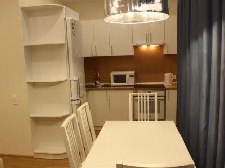 Сдам на длительный срок двухкомнатную квартиру на 4-м этаже 8-этажного дома площадью 60 кв. м. в Владивостоке