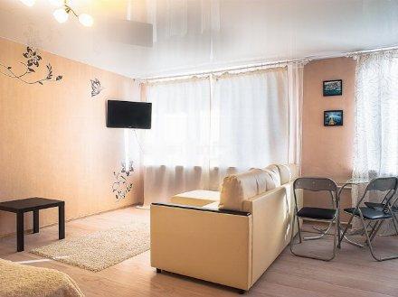 Сдам на длительный срок однокомнатную квартиру на 3-м этаже 5-этажного дома площадью 17 кв. м. в Ханты-Мансийске