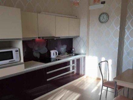 Сдам на длительный срок однокомнатную квартиру на 3-м этаже 5-этажного дома площадью 40 кв. м. в Магадане