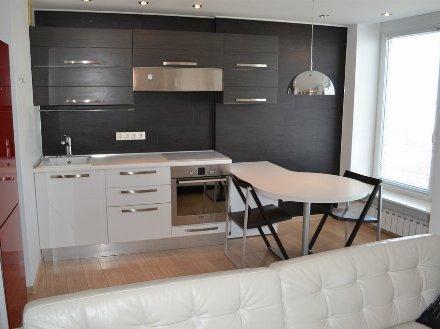 Сдам на длительный срок однокомнатную квартиру на 5-м этаже 7-этажного дома площадью 38 кв. м. в Ханты-Мансийске