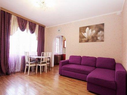 Сдам на длительный срок двухкомнатную квартиру на 3-м этаже 5-этажного дома площадью 56 кв. м. в Петропавловск-Камчатском