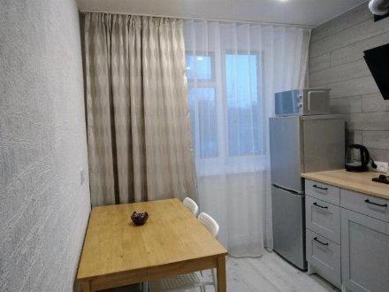 Сдам на длительный срок однокомнатную квартиру на 3-м этаже 6-этажного дома площадью 39 кв. м. в Ханты-Мансийске