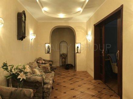 Продам четырехкомнатную квартиру на 2-м этаже 12-этажного дома площадью 125 кв. м. в Москве