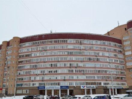Продам трехкомнатную квартиру на 3-м этаже 9-этажного дома площадью 111 кв. м. в Уфе