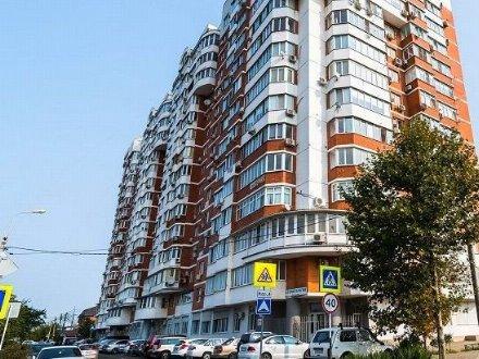 Сдам на длительный срок двухкомнатную квартиру на 2-м этаже 15-этажного дома площадью 75 кв. м. в Краснодаре
