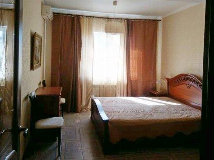 Сдам на длительный срок однокомнатную квартиру на 3-м этаже 4-этажного дома площадью 47 кв. м. в Краснодаре