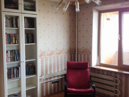 Сдам на длительный срок однокомнатную квартиру на 7-м этаже 14-этажного дома площадью 35 кв. м. в Москве
